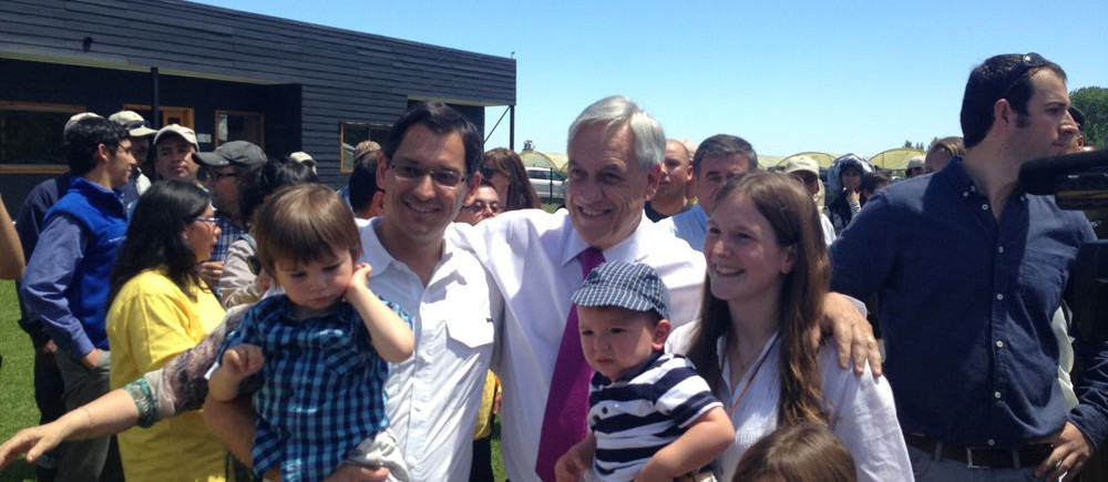 Visit of President Piñera to the awarded  firm « Entrerios » in Linares
